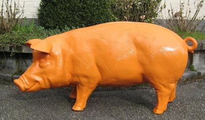 Oranje Spaarvarken met enveloppen bus