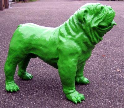 Engelse bulldog groen hoogglans Polyester beeld 95cm lang x 75cm hoog