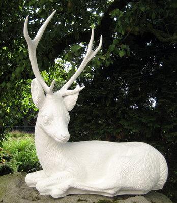 Hert -gewei-polyester-liggend-86x70cm