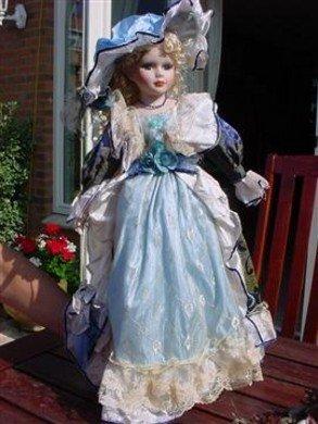 Porseleinen pop 60cm Victoria Blue