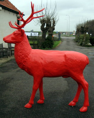 hert met gewei rood levens groot 230cm €595