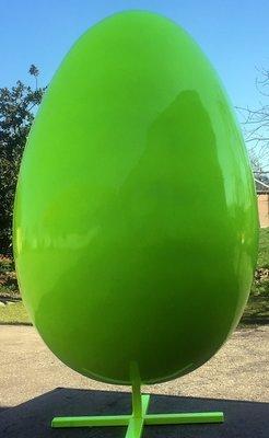 Ei polyester 135 cm op metalen statief groen €299