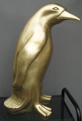 pinquin polyester kunst beeld 40cm  autolak goudkleur