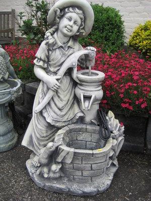 Fontein meisje waterpomp ca90cm
