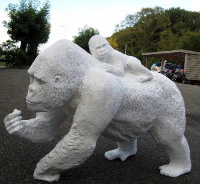 Aap gorilla met baby 120cm wit polyester beeld €247