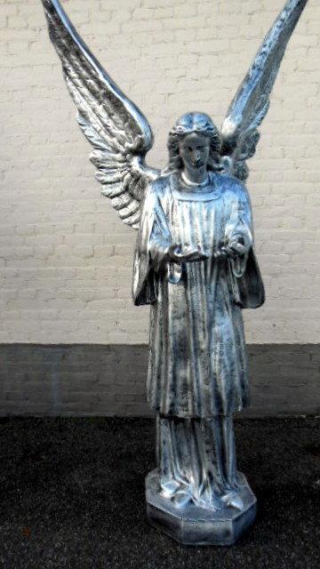 beeld engel  210cm oud zilver kleur