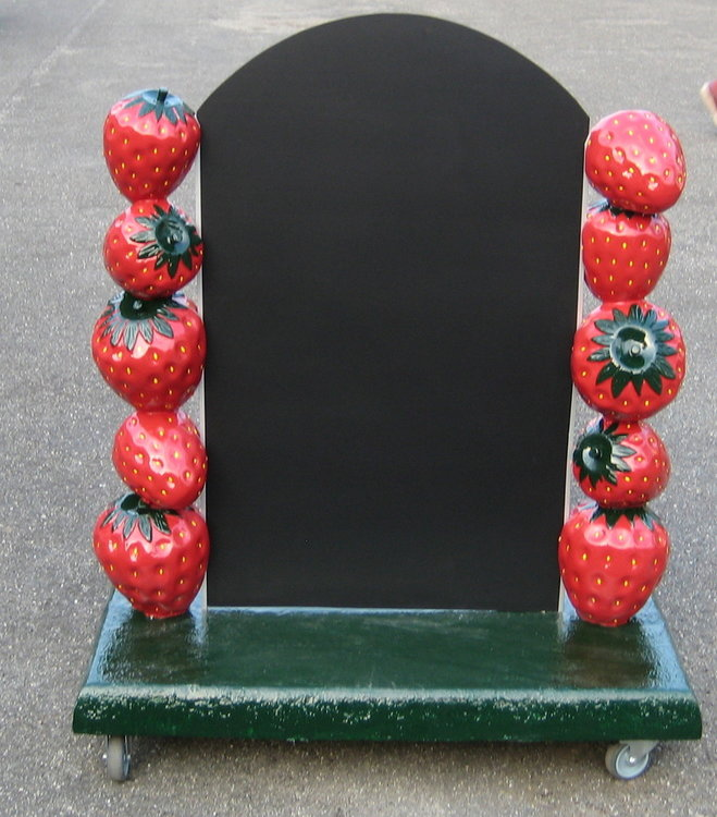 aardbeien stoepreclame met bord op wielen€412