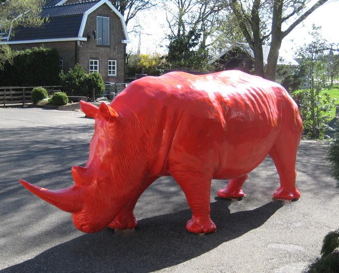 neushoorn Rhinoceros beeld polyester rood kunstbeeld