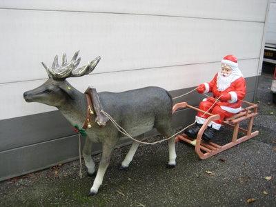 kerstman met slee en rendier