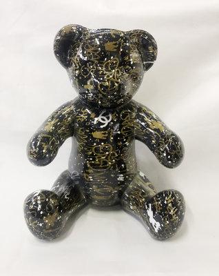 Teddybeer zittend - streetart edition