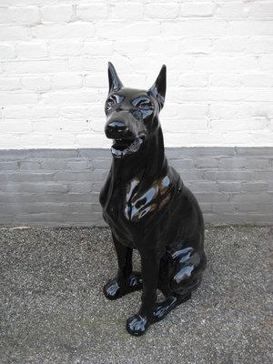 Dobermann zwart hoogglans kunsthars 95cm