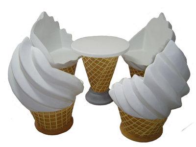 ijsmeubelset  5 delig  softijs stoelen en tafel polyester resin