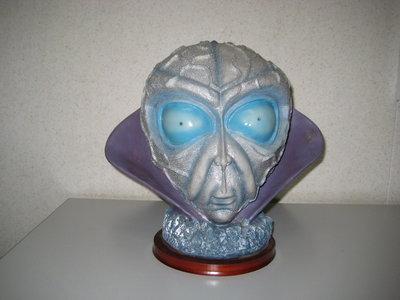 Alien  Beeldlamp Leader met LED Verlichting 28cm