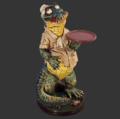 Krokodil Beeld Kelner met Dienblad 98 cm