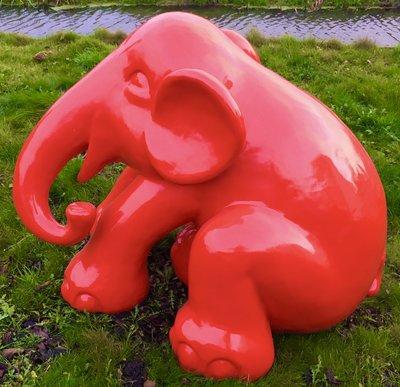 olifant bimbo cartoon zittend glad gepoliujst polyester beeld rood