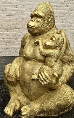 Aap Gorilla met baby goud kleur ca 120cm polyester beeld