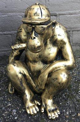 aap  pet en sigaar  goud kleur