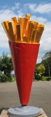 Frietzak 180 cm op beton voet €495