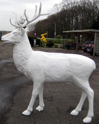 hert met gewei wit levens groot 230cm