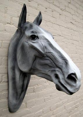 paardenhoofd polyester schimmel 82cm