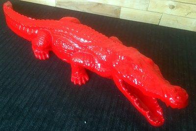Krokodil beeld 110cm rood hoogglans