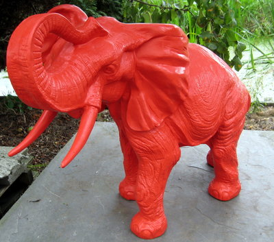 olifant staand 85 cm rood polyester