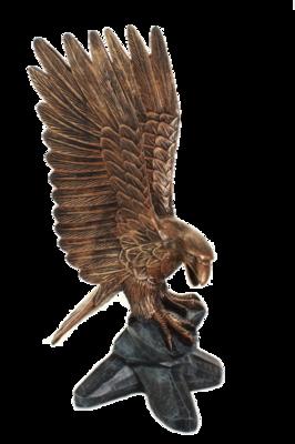 adelaar op stronk polyester kunstbeeld