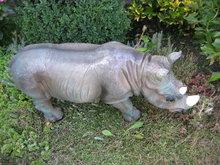 rhino neushoorn polyester beeld